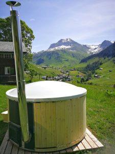 Glas fiber hot tub with spruce deco